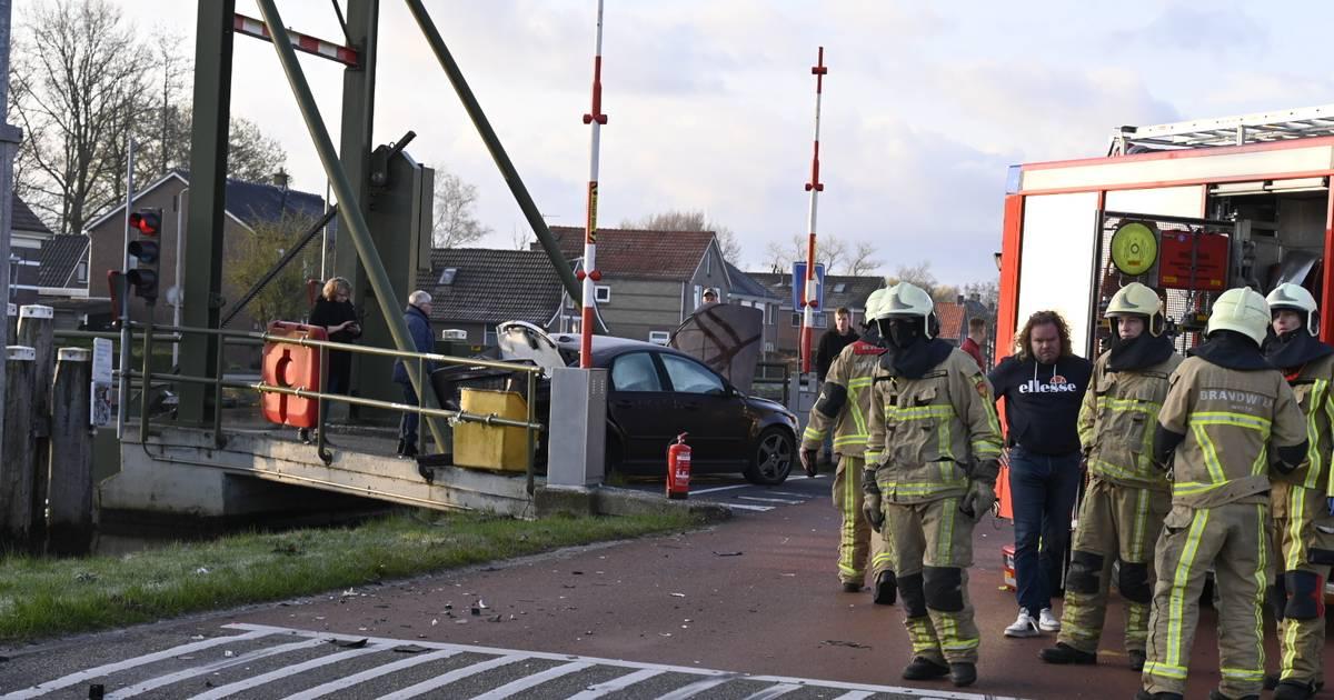 Twee personen naar ziekenhuis na ongeval in Geerdijk.