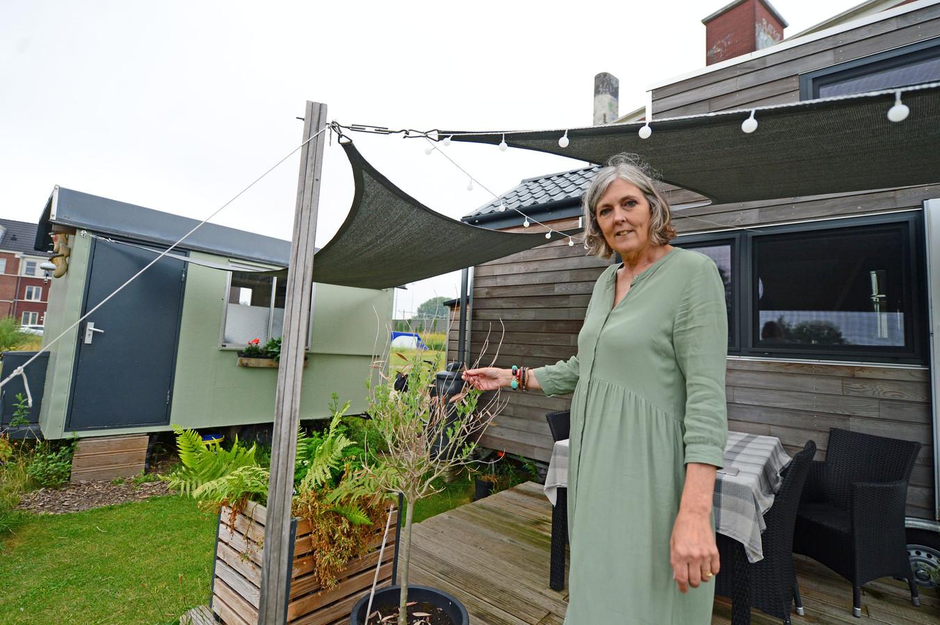 Dierdre Kleine Punte woonde samen met haar man Vincent jarenlang in Zuid Afrika. Daarna in een eengezinswoning in Nederland. En nu zijn ze domweg gelukkig in een tiny house.