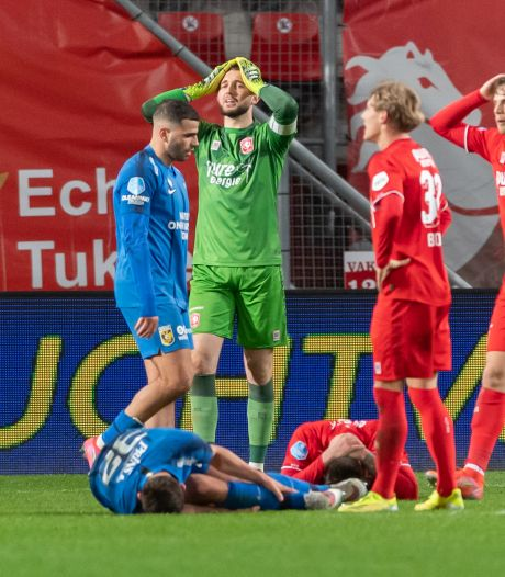 Scheidsrechtersbaas snapt ophef bij FC Twente en analisten niet na discutabele strafschop