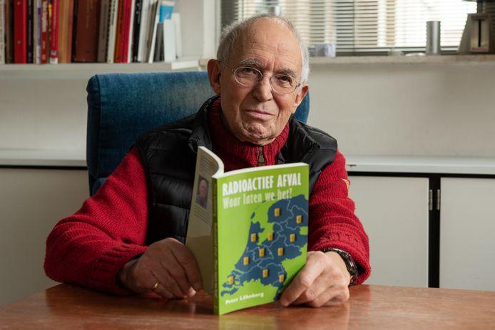 Peter Löhnberg en zijn boek over kernafval.
