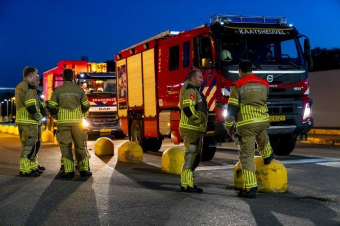 Meerdere hulpvoertuigen van de brandweer kwamen ter plaatse.