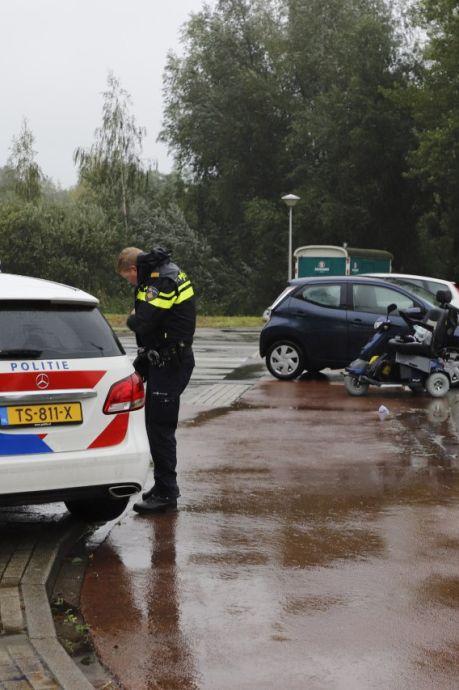 Na klap ziet man (70) gekantelde scootmobiel, bestuurder (83) moet 'afscheid nemen van het leven'