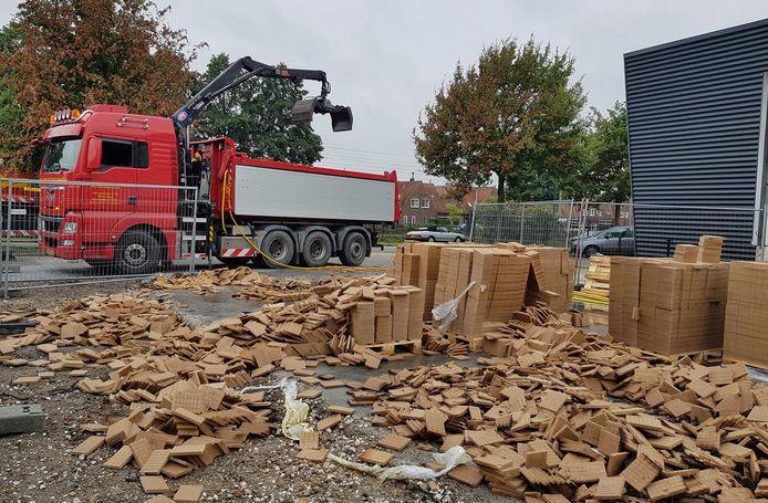 De pallets met halffabricaten bij Fire-Up worden weggehaald.