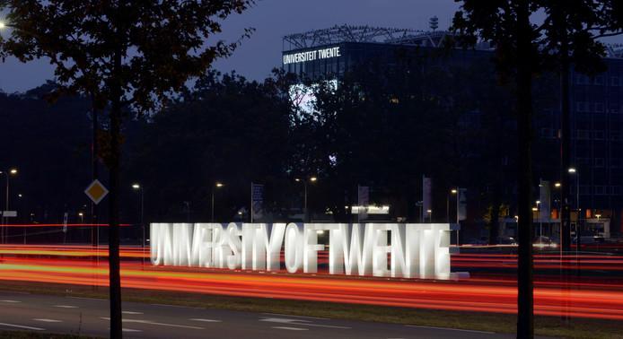 Twee medewerkers van de Universiteit Twente krijgen 1,5 miljoen voor het opstarten van baanbrekend onderzoek.