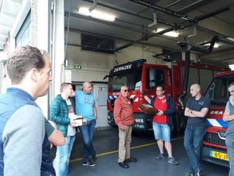Brandweer Zierikzee krijgt gebak voor het redden van Miesemousje