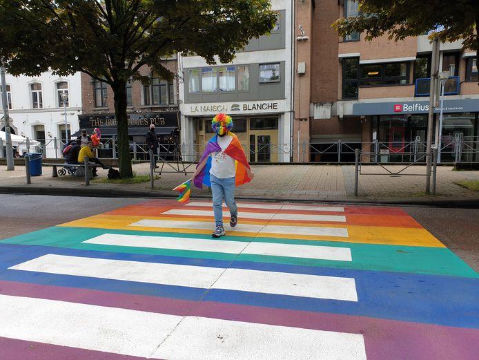 La communauté LGBTQI+ a maintenant un passage clouté en son honneur à Charleroi