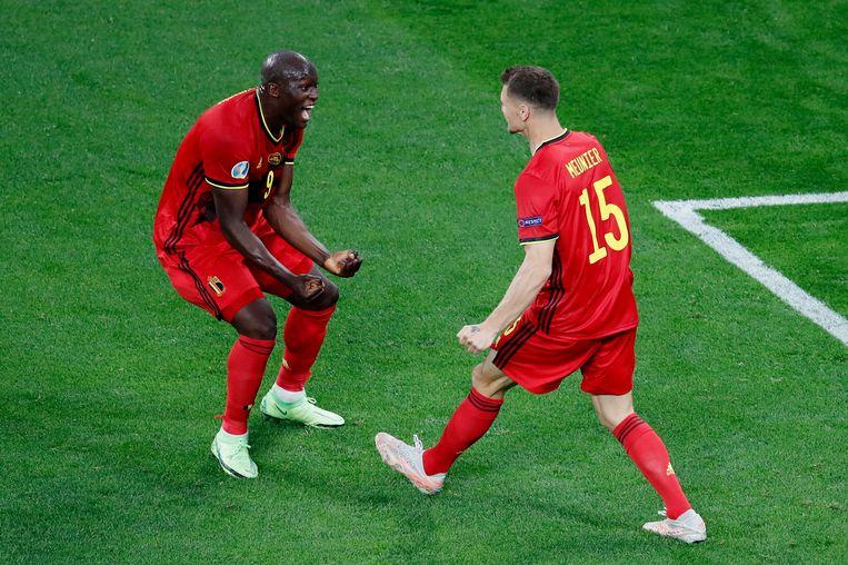 Uitblinker Romelu Lukaku (links) en Thomas Meunier vieren de 3-0 tegen Rusland. Beeld Getty Images