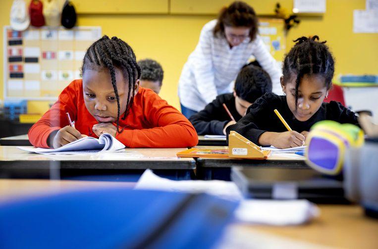 Leerlingen van Basisschool Het Open Venster in Rotterdam.  Beeld Koen van Weel, ANP