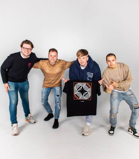 Snelle ontwerpt fankleding samen met Deventer vrienden van modebedrijf Brand your Merch