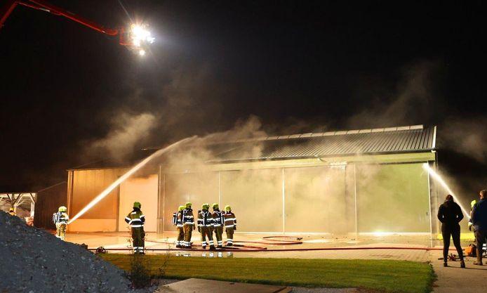 Veel roet-, rook- en waterschade bij fikse brand in Velddriel.
