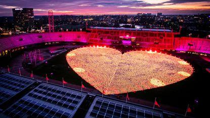 Groot hart van duizenden lampionnen ontstoken in Olympisch Stadion Amsterdam