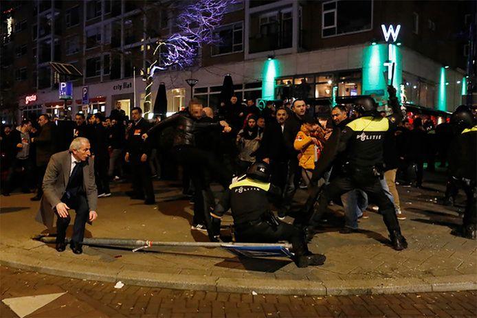 Rellen bij het Turkse consulaat aan Westblaak tijdens het weekend.