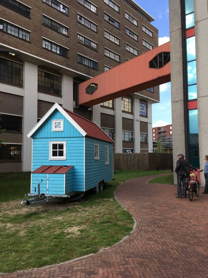Een Tiny House (Waterlandhuisje) midden op Strijp-S in Eindhoven.