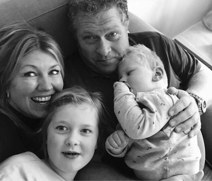 Het hele gezin: Moeder Nathalie, Sara, vader Jacco Kosterman en Gijs (vlnr).