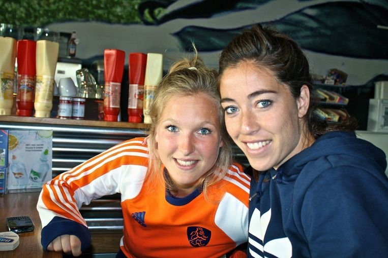 Carlijn Welten (l) en Naomi van As zijn geblesseerd. Beeld