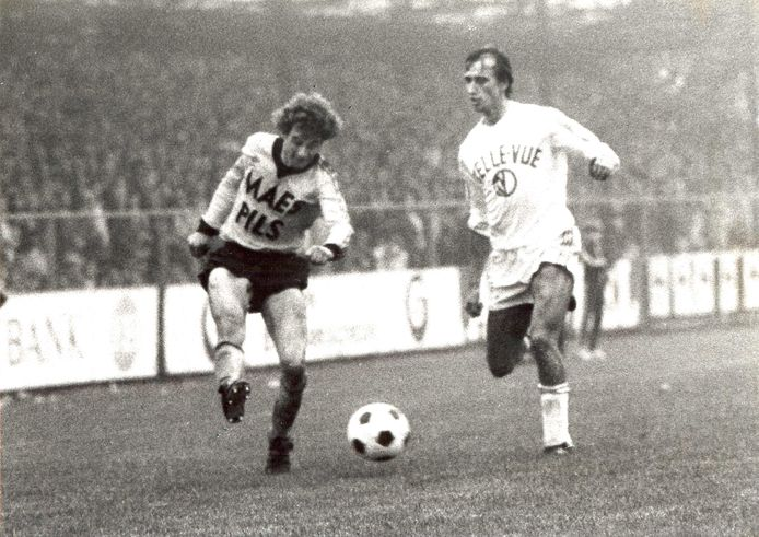 Eddy Crocaerts (Berchem, l.) met naast hem Robbie Rensenbrink van Anderlecht.