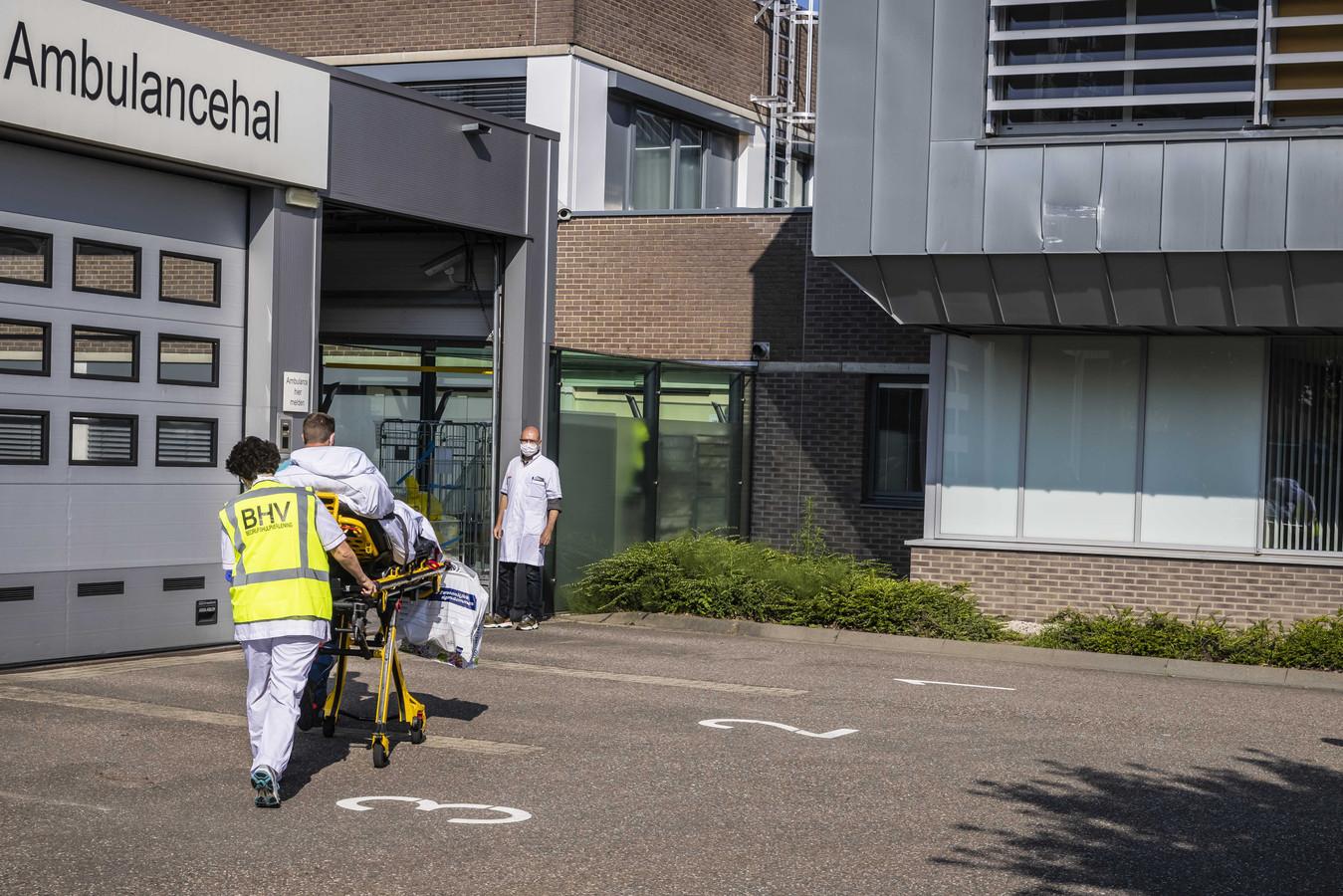 De eerste patienten komen terug in het ziekenhuis VieCuri. Het ziekenhuis, dat vlak bij de Maas ligt, werd volledig ontruimd om een eventuele overstroming voor te zijn.