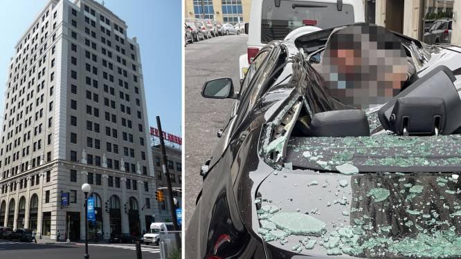 Man overleeft val van negende verdieping door op auto te landen