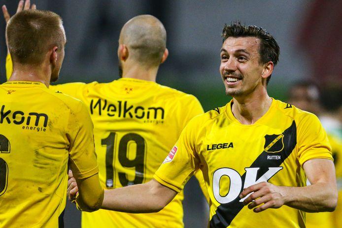 Moreno Rutten is blij met de goal van Lewis Fiorini.