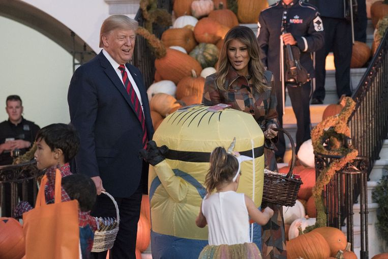Donald Trump en first lady Melania vierden maandag Halloween aan het White House. Beeld Photo News