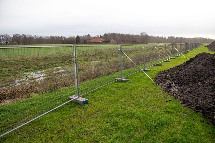 In het gebied tussen het momenteel in aanbouw zijnde pand van Heutink Primair Onderwijs en de ecologische zone aan de rand van bedrijventerrein 't Lochter 3 zijn twee windmolens ingetekend. Dat heeft veel ondernemers danig verrast.