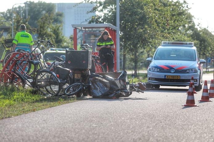 De situatie na behandeling van het gewonde kind, op de parallelweg in De Bilt