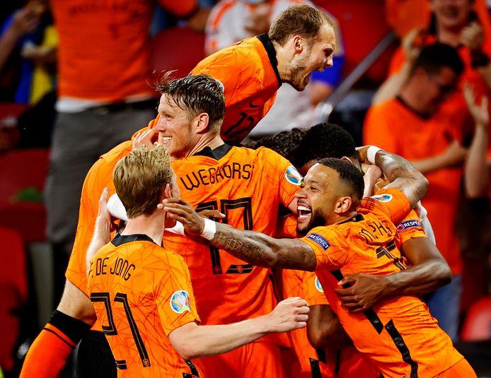 Feest na de 1-0 van Georginio Wijnaldum in het begin van de tweede helft.