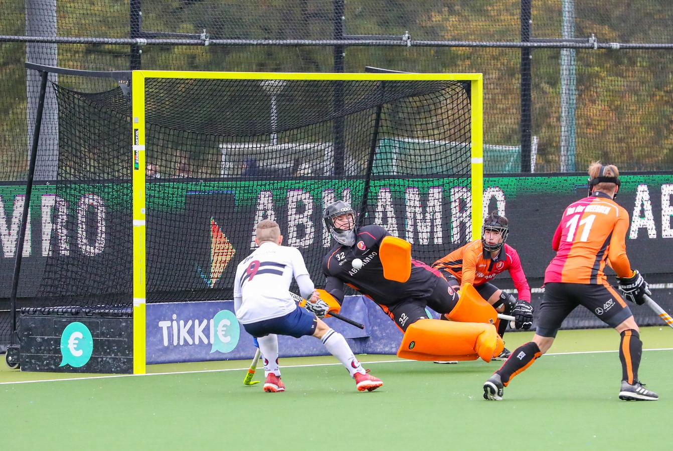 Sander van Berkel als doelman in actie namens Oranje-Rood.