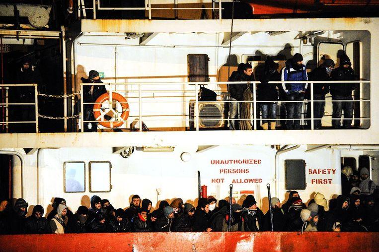 Archieffoto: op woensdag werden van een schip zo'n 700 illegale migranten gered in het Zuid-Italiaanse Gallipoli Beeld afp
