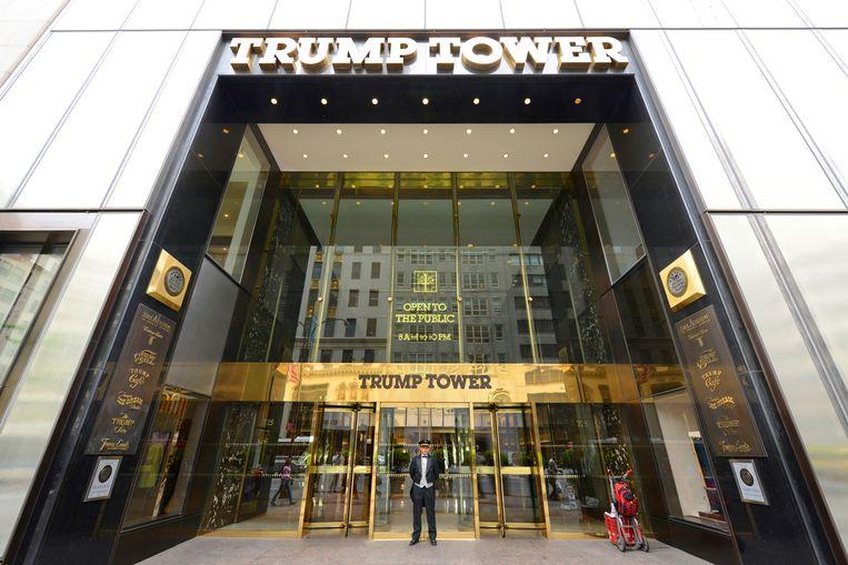 De hoofdingang van de Trump Tower aan Fifth Avenue op Manhattan, New York.  Beeld Shutterstock