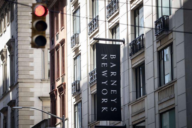 Een ingang van het luxewarenhuis Barneys New York.  Beeld AFP