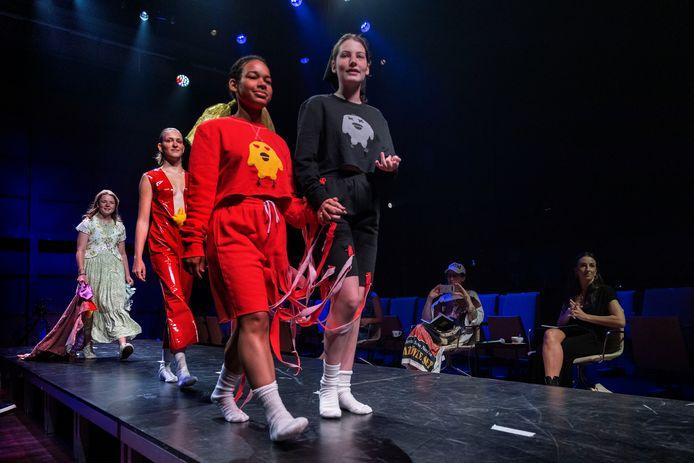 Naast categorieën als Expo, Film en Muziek was ook Fashion te zien tijdens de voorrondes van Kunstbende Noord-Brabant in het Parktehater.