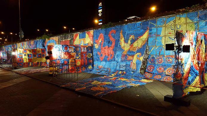 Het scholenproject 'Kasteelkamer van de keizer' achter het Beursgebouw tijdens Glow.