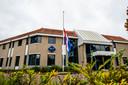 Vlaggen hingen halfstok op het politiebureau aan de Aalsterweg in Eindhoven.