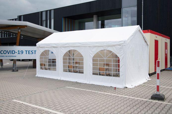 Het Covid-19 Testpunt werd door het ziekenhuis en huisartsenwachtpost Vehamed opgezet aan site De Kroon.