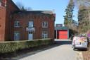 De brandweerkazerne van Dilbeek in De Heetveldelaan met achteraan de garage.