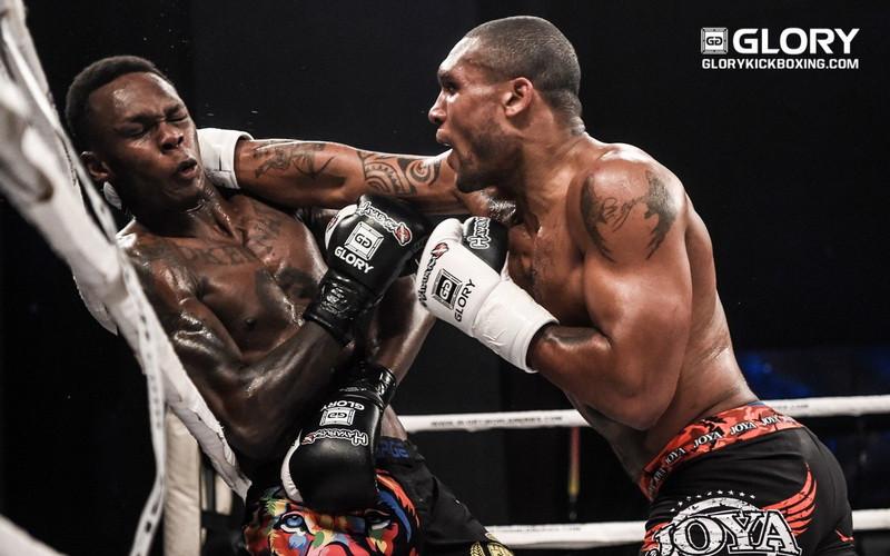 Jason Wilnis (rechts) in gevecht met Israel Adesanya tijdens Glory 63.