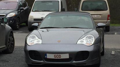 God rijdt met een Porsche
