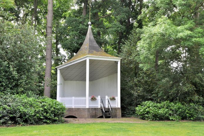 De muziekkoepel in het park