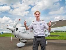Engelse tiener Travis triomfeert in Teuge na recordvlucht om de wereld: 'Dit was een reis die ik nooit zal vergeten'