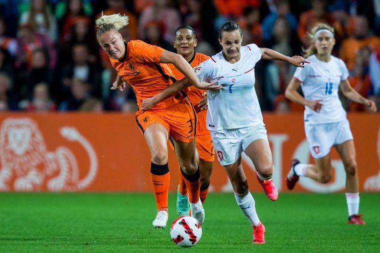 Stefanie van der Gragt tijdens de WK-kwalificatie wedstrijd tussen Nederland en Tsjechië. Beeld ANP
