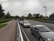 Frans Bauer en wielrenners veroorzaken verkeersinfarct in Apeldoorn