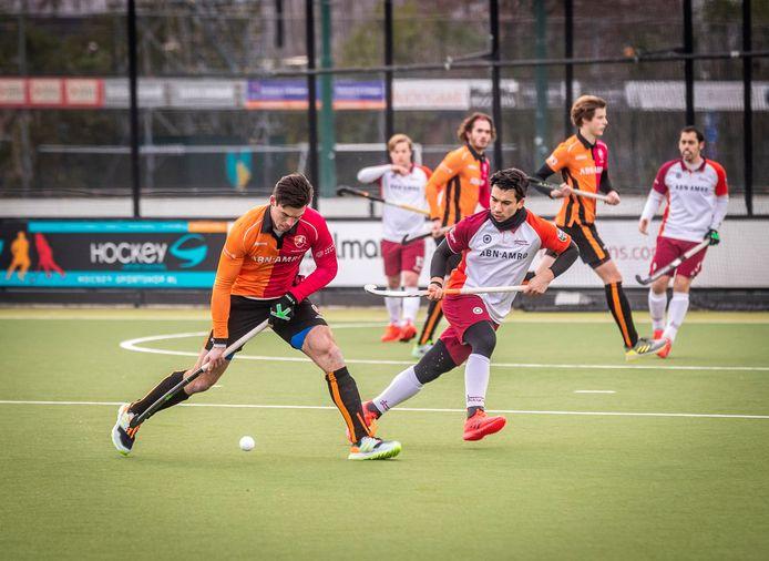 Teun Beins vorige week tegen Almere in de laatste oefenwedstrijd van Oranje-Rood voor de herstart. Zondag wacht een uitwedstrijd tegen Hurley.