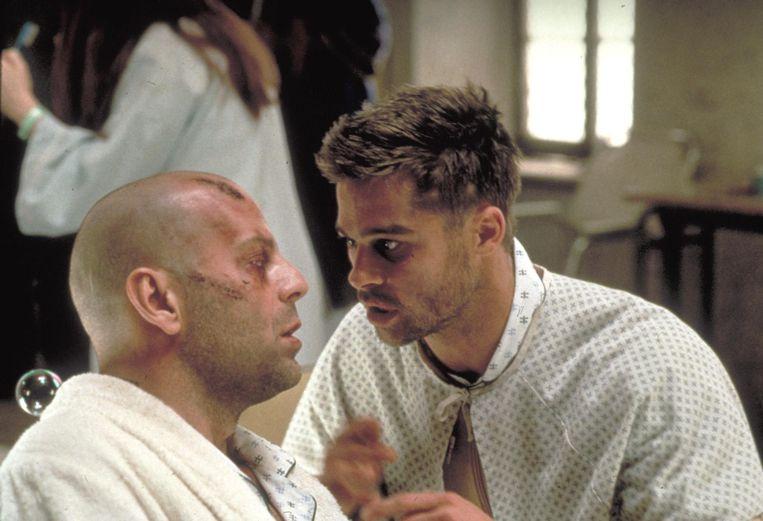 Bruce Willis en Brad Pitt in '12 Monkeys'. Beeld FRANCE TELEVISIONS