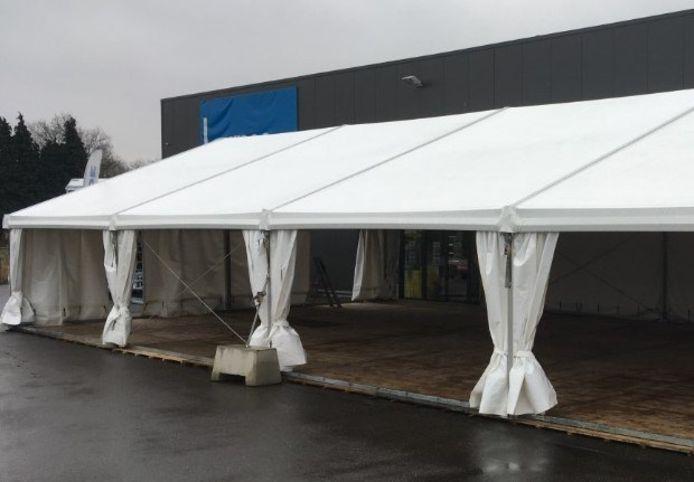 In deze tenten zullen verenigingen binnenkort samen kunnen komen.