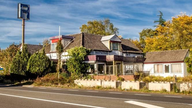 Na afgeketst hotelplan staat verpauperd wegrestaurant De Smid in Epse weer te koop