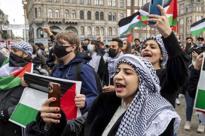 De demonstranten tonen hun solidariteit met het Palestijnse volk.