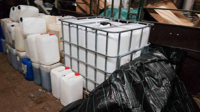 In een loods in Nuenen vond de politie begin dit jaar een 'distributiecentrum voor drugslabs': alles wat nodig was om harddrugs te maken.
