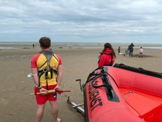 Strandredders staan voor het eerst paraat, maar met die watertemperatuur beleven ze kalme start