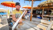 """Uitbater strandbar Mike zag alles gebeuren: """"Ze kwamen toe met frigoboxen vol sterke drank. Dit moest verkeerd lopen"""""""